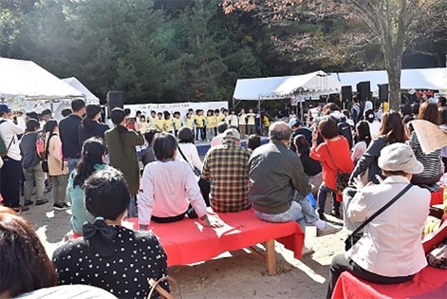 たくさんのお客様で賑わう船岡山公園