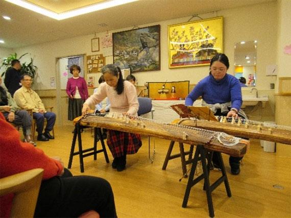 梶先生とプリマルーチュによるお琴