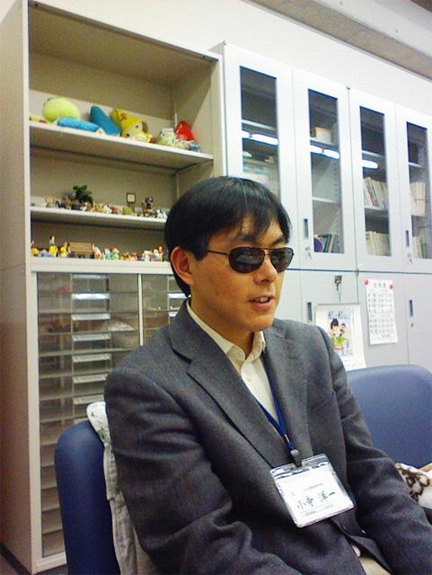 インタビューを受ける小寺さん