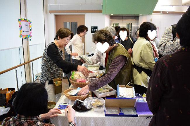 賑わう国際ソロプチミスト京都-北山のバザー