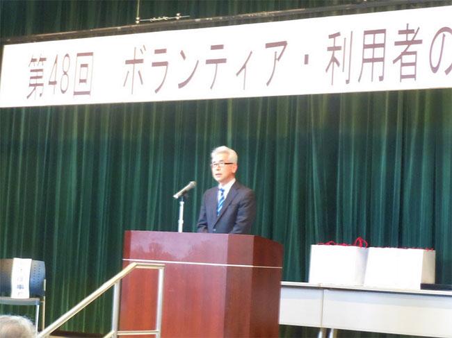 感謝の言葉を述べる瀧本理事長