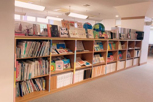情報アクセスルームの図書